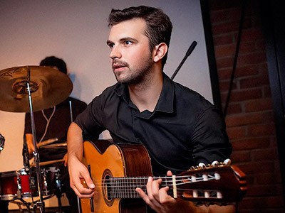 Роман Локтев – преподаватель игры на классической, акустической и электрогитаре