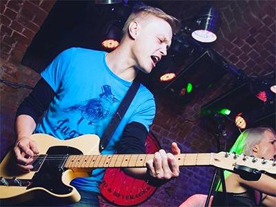 Денис Распрудин – преподаватель игры на акустической и электрогитаре